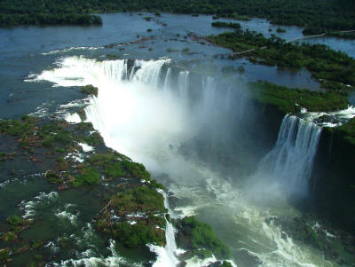 BEST NATIONAL PARKS IN THE WORLD TOP 10Iguazu, one of the finest waterfalls worldwide.